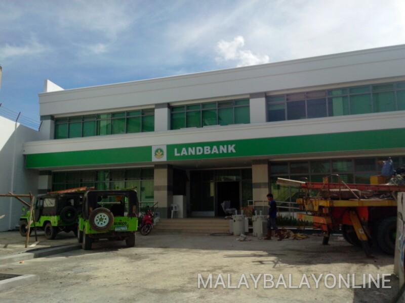 MALAYBALAY ONLINE: NEW LANDBANK MALAYBALAY BRANCH SETS
