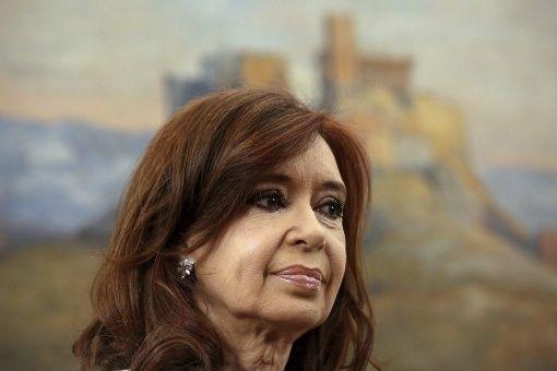 Juez llama a indagatoria a expresidenta Cristina Fernández