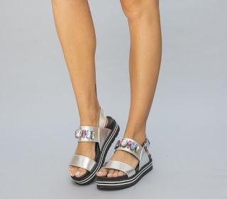 Sandale fara toc argintii din piele lacuita cu pietre accesorizate