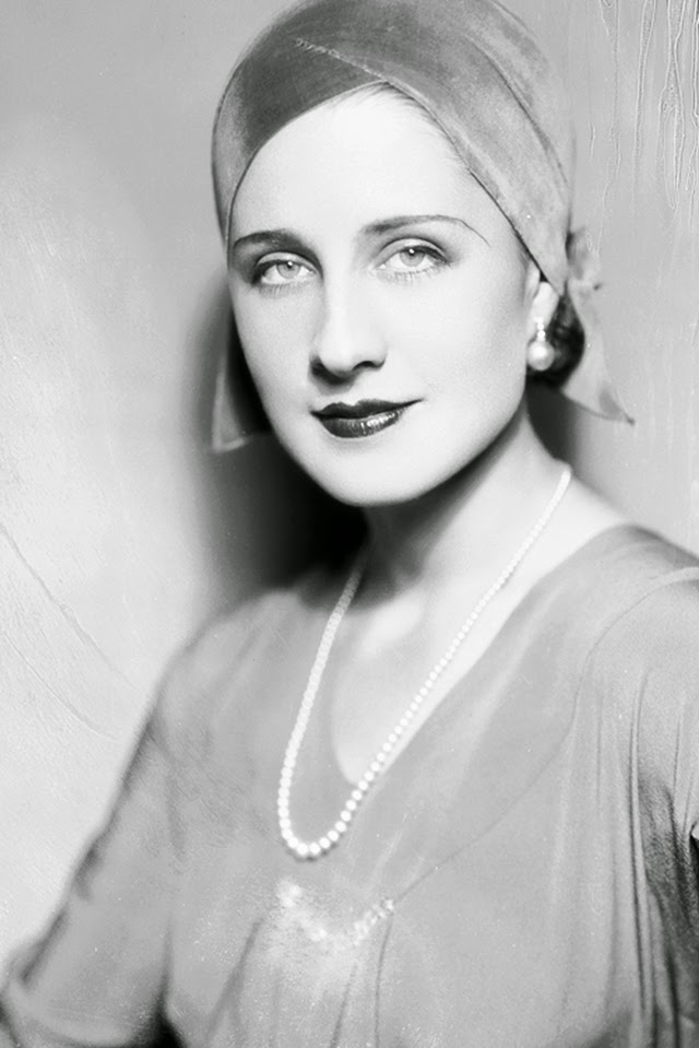 These are 27 beautiful black and white portraits capture norma shearer from the 1920s and 1930s