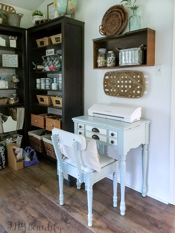 sewing corner  |  farmhouse office  |  www.diybeautify.com