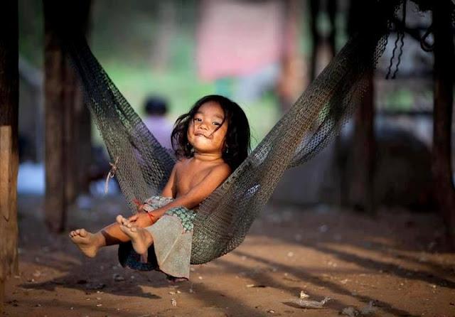 kegembiraan dan keceriaan di zaman kanak-kanak