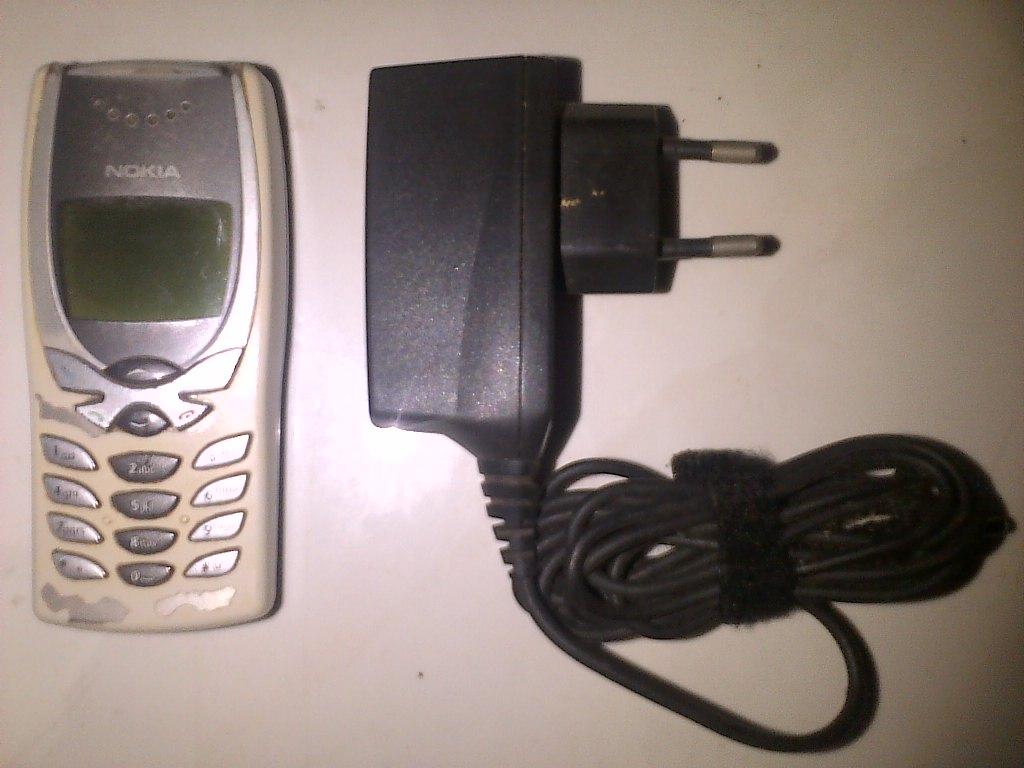 Nokia 8250 dan Charger