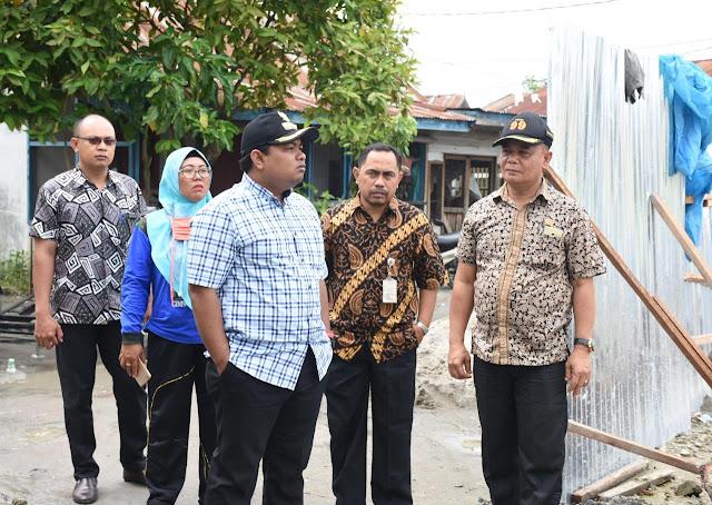 Walikota Tanjungbalai H M Syahrial saat meninjau pembangunan dan rehabilitasi Puskesmas di Kota Tanjungbalai, Jumat (7/9).