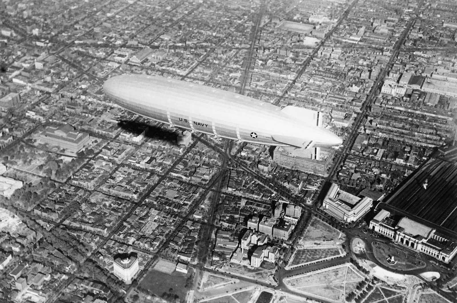 Aerial view of the USS Akron over Washington, District of Columbia, in 1931, with the long north diagonal of New Jersey Avenue bisected by the balloon and Massachusetts Avenue seen just beneath the ship.