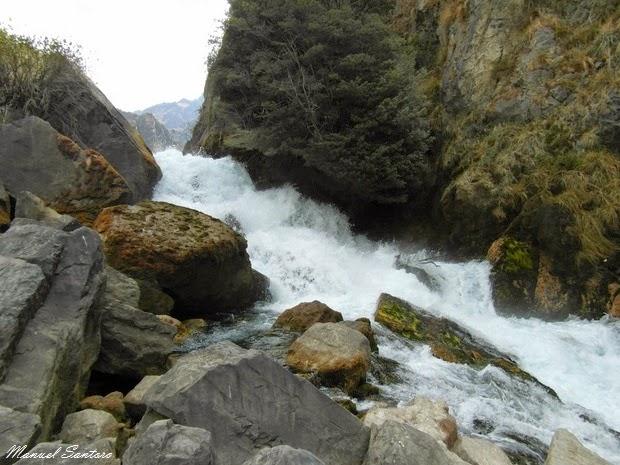 Il fiume crea impetuose cascate