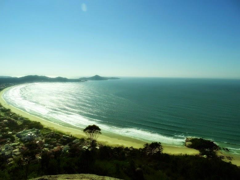 Vista da Ilhota até a Praia de Quatro Ilhas a partir do cume do Morro do Macaco, em Bombinhas
