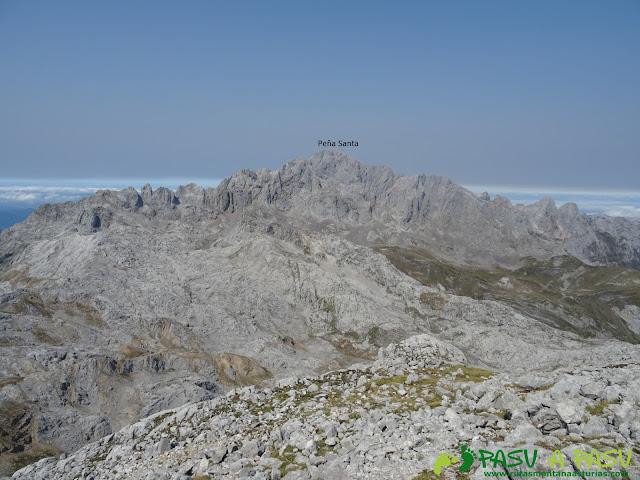 Ruta Torre Bermeja: Vista a la Peña Santa