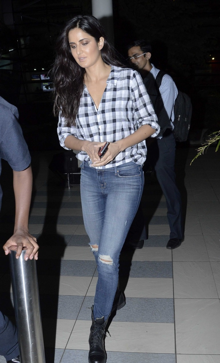 Katrina Kaif Without Makeup Face In Blue Shirt Jeans ...