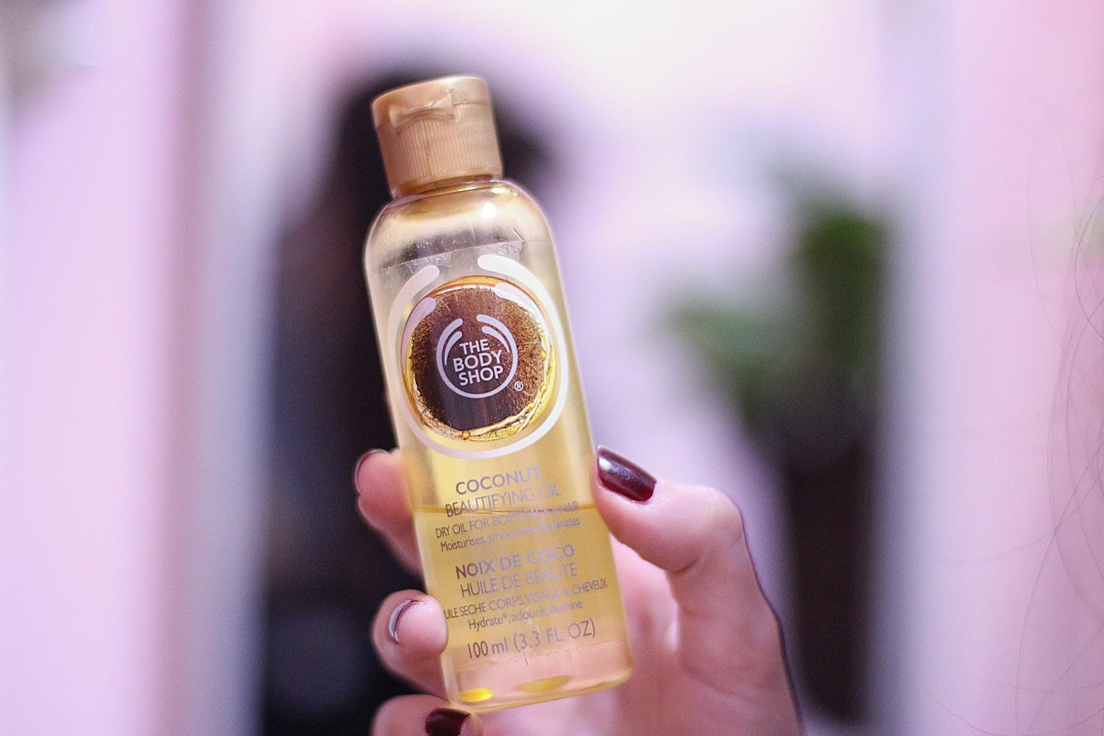 El aceite del brécol para los cabellos en la farmacia