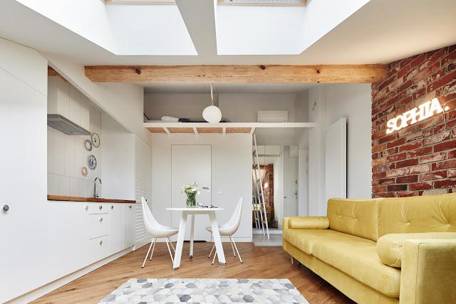 Proiect de amenajare cu dormitor deasupra intrării pentru o mansardă de numai 19 m