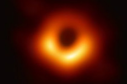 Sejarah baru! Foto black hole pertama, apa itu black hole?