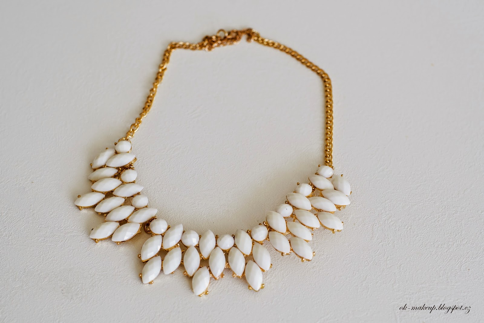 jewerly, necklace, gold and white