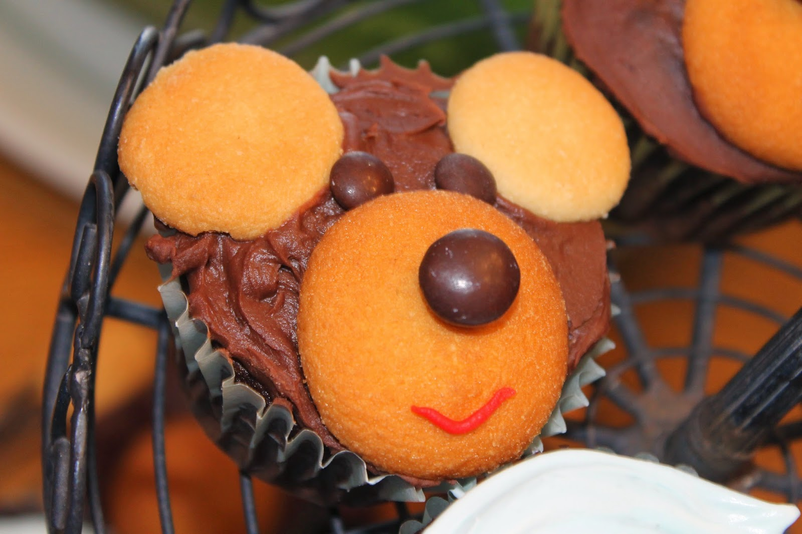 how to make teddy bear cupcakes, bear face cupcakes, nilla wafer bear cupcakes