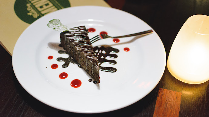Wallpaper: Chocolate Dessert at Restaurant