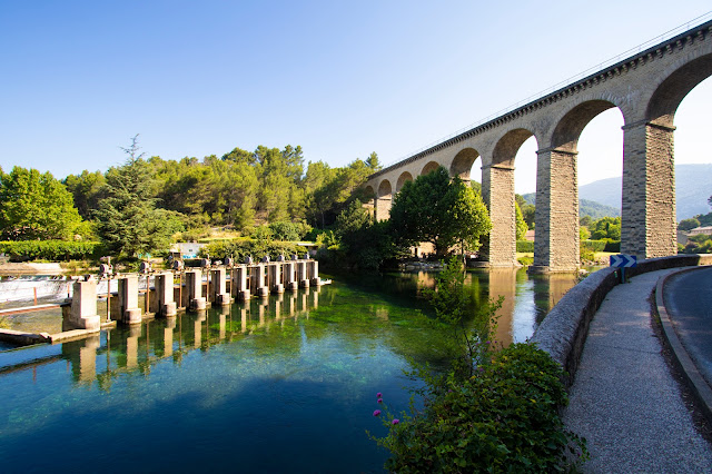 Ponte vicino Fontaine-de Vaucluse