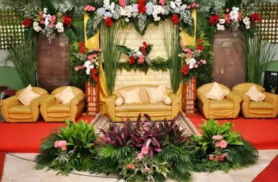 dekorasi pernikahan dengan konsep bunga
