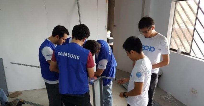 Vecinos y voluntarios construyen biblioteca en Manchay