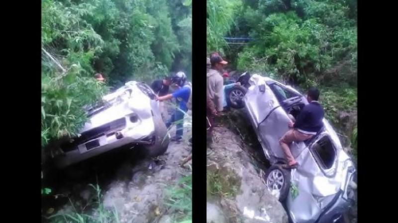 Mobil delapan mahasiswa UGM yang berada di dasar jurang