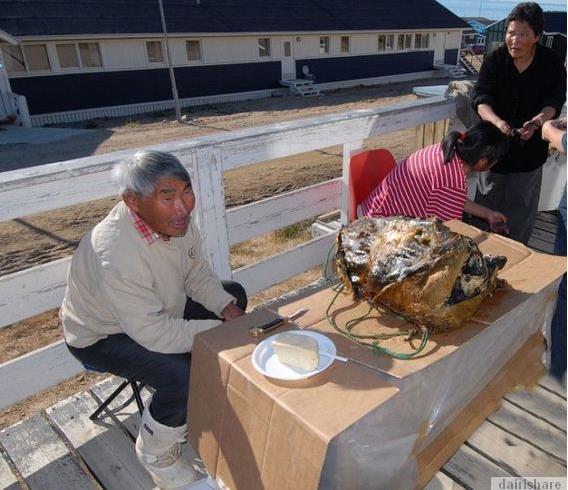 Mayat Dalam Karung: Inilah Makanan Pelik Tradisional Yang Menjijikkan