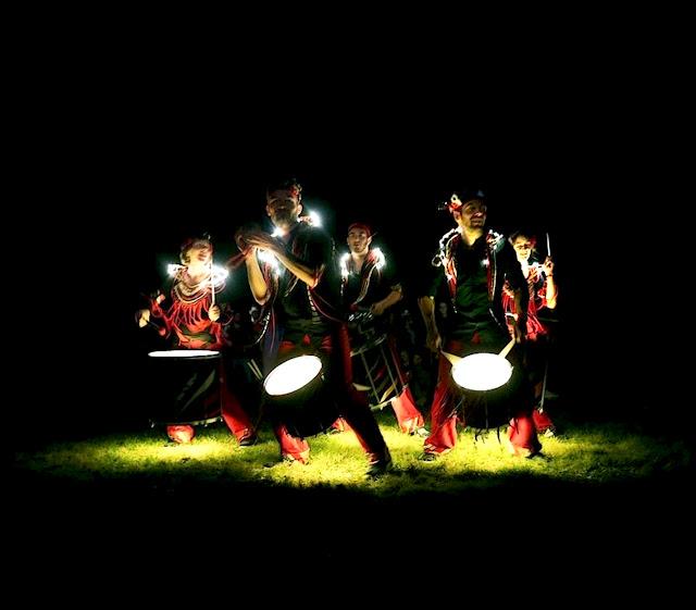La batucada fanfare samba Baladi était au festival du chant de marin de Paimpol en aout 2015 pour des sets enflammés en déambulation ou en mode concert en fixe.