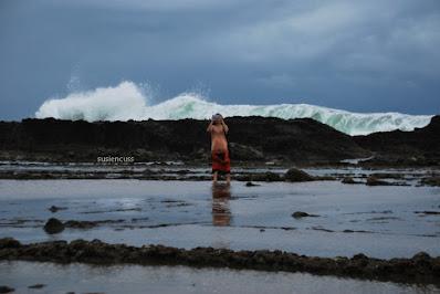 karang di pantai sawarna