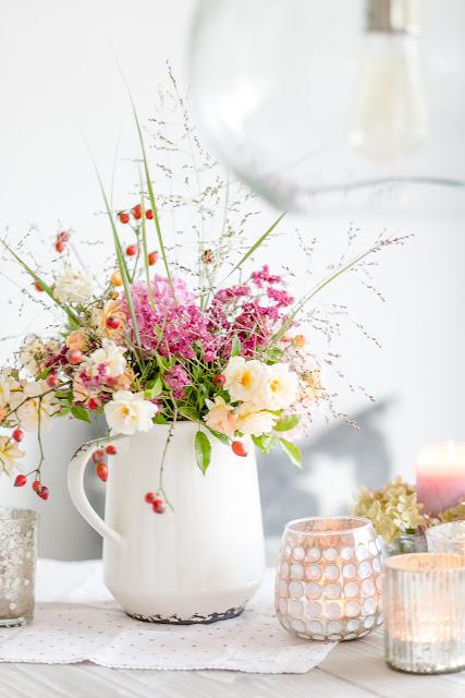 Blumen arrangieren im Herbst, Pomponetti