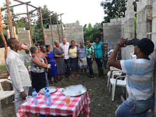 FRIDIN SOSTIENE REUNION CON COMUNITARIOS DE MUCHA AGUA Y LE HACE ENTREGA DE MATERIALES PARA CONSTRUCCION DE UN CENTRO COMUNAL