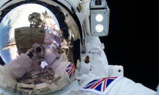 Tim Peace spacewalk selfie