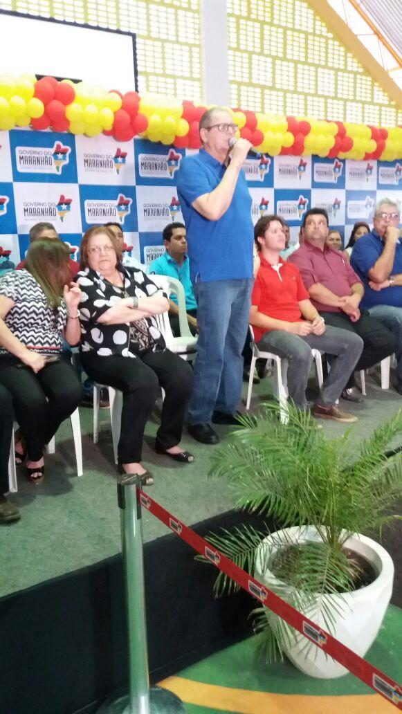 POLÍTICA: Governador em exercício Humberto Coutinho se emociona com homenagens em Caxias