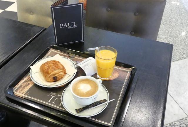 Flughafen Marrakesch-Menara - französisches Frühstück bei PAUL