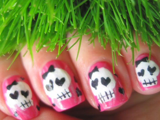 skull nails, nails, beautiful nails, extra nails, funny nails