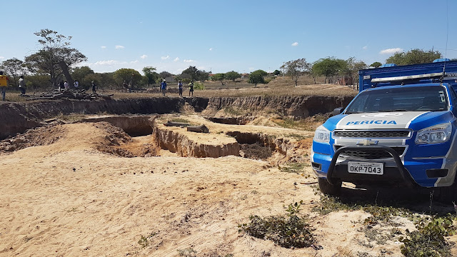 Resultado de imagem para Homem morre soterrado enquanto retirava areia de caminhão em PE