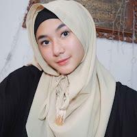 Foto Zahwa Aqilah agama islam memakai jilbab hijab kerudung