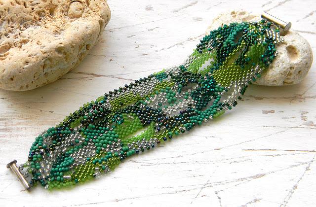 купить зеленый браслет из бисера фриформ