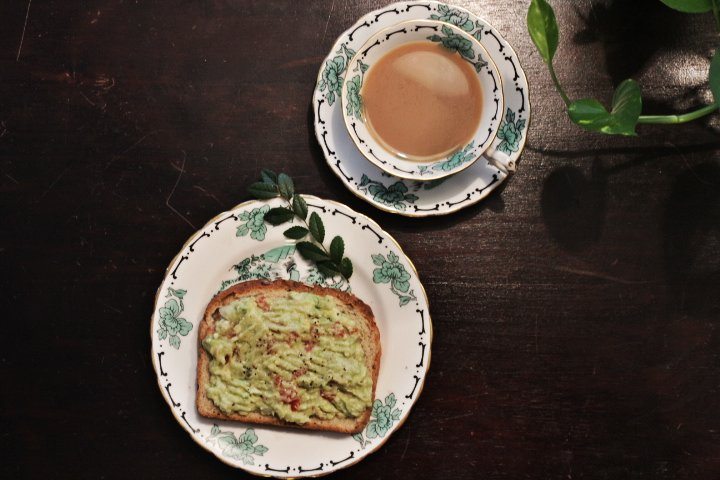 Simple Avocado Toast | #HealthyLiving