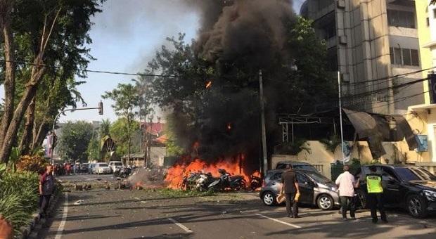 8 Meninggal 38 Orang Luka-luka Akibat Ledakan Bom di Surabaya