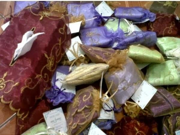 souvenir tempat tisu organdi,souvenir tempat tisu organdi murah,souvenir tempat tissue organdi,harga souvenir tempat tisu organdi,