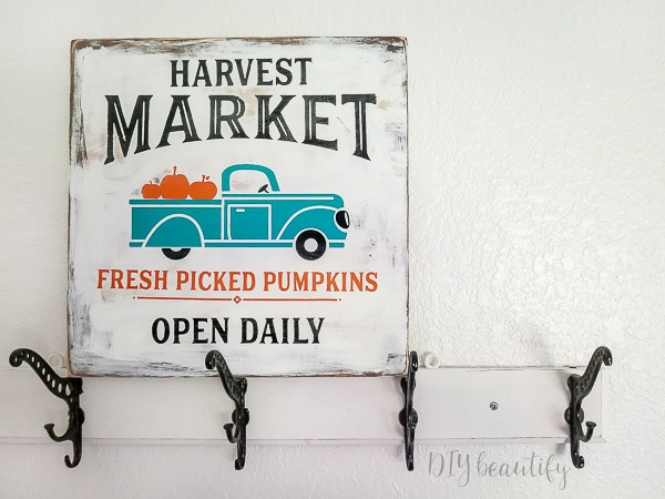 how to age and distress a DIY sign