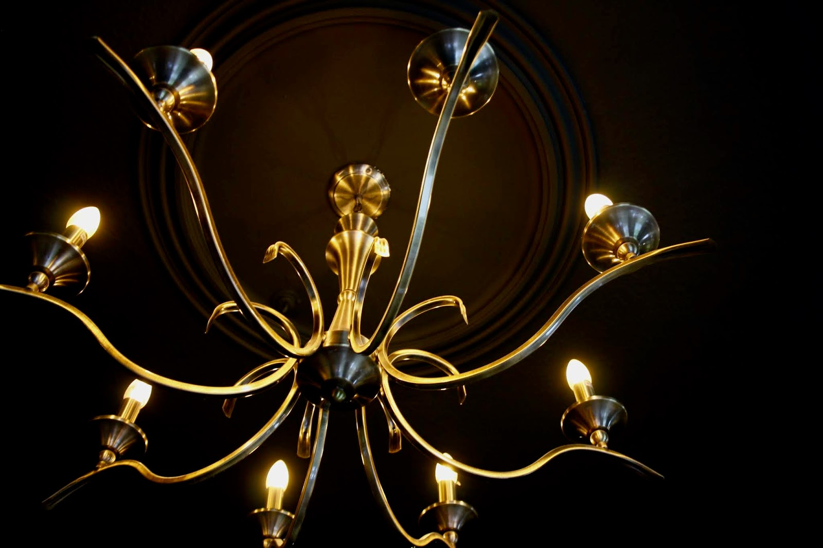 Gold chandelier at King Richard III chop house, Leicester