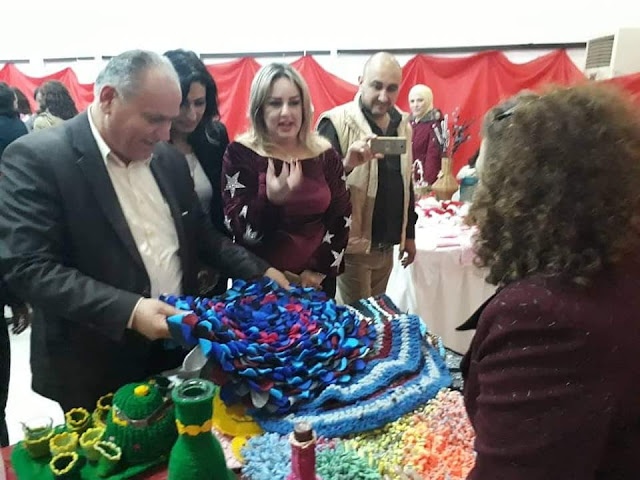 """""""لمة فرح"""" بازار خيري يقيمه مجموعة من الفنانين التشكيليين في سوريا بمناسبة أعياد الميلاد"""