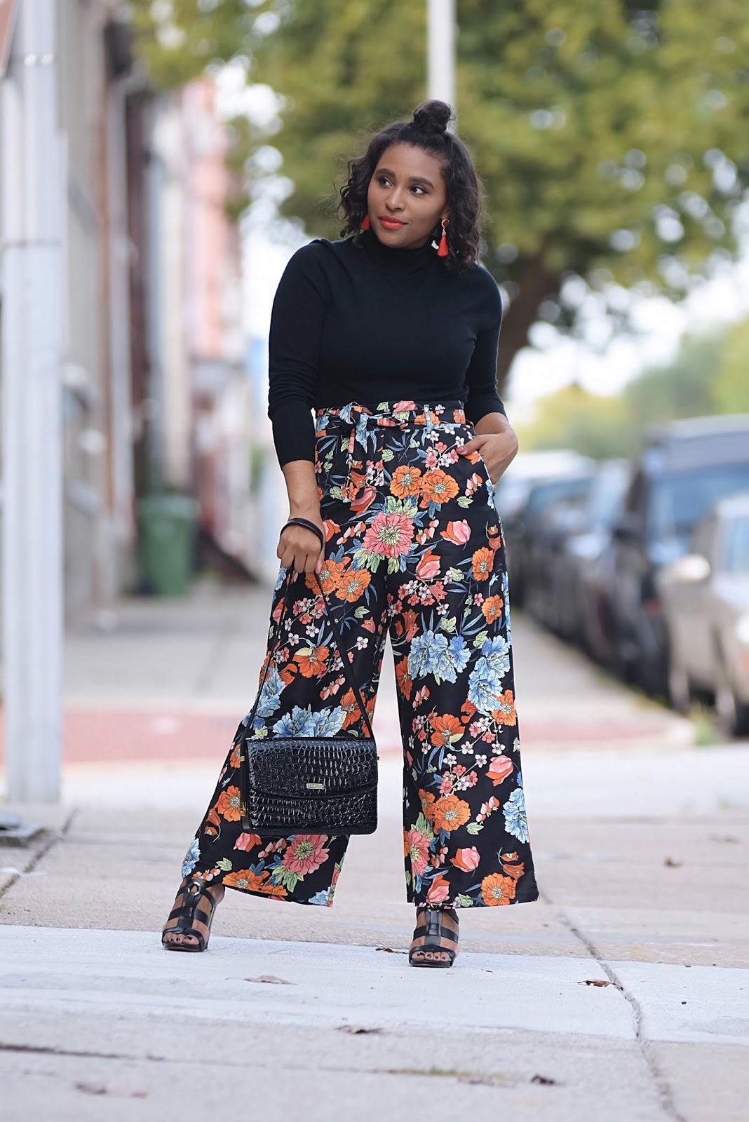 Florals in the fall, floral pants, fall outfit ideas, tassel earrings, Rosegal, baltimore, floral plazzo pants, wide log pants, fall makeup