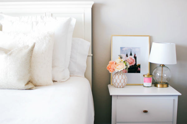 White and gold bedroom decor