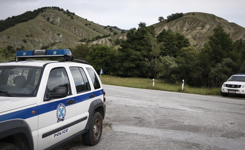 Στήνουν μπλόκα στις Πρέσπες: Επί ποδός η αστυνομία κλείνει την πρόσβαση σε λεωφορεία και Μακεδόνες διαδηλωτές
