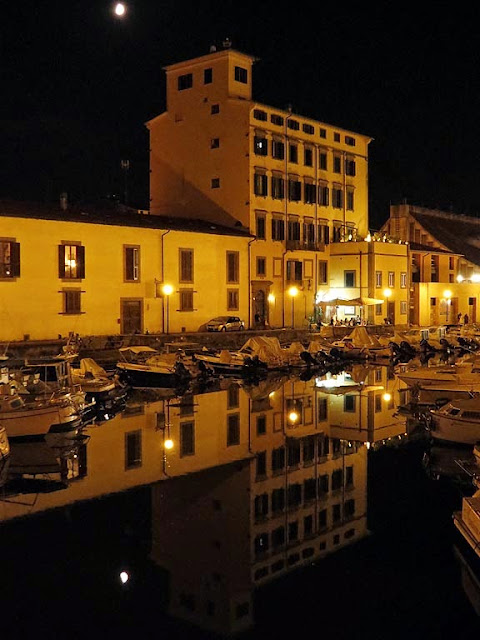 Scali delle Ancore seen from the Ponte della Venzia, at night, Livorno