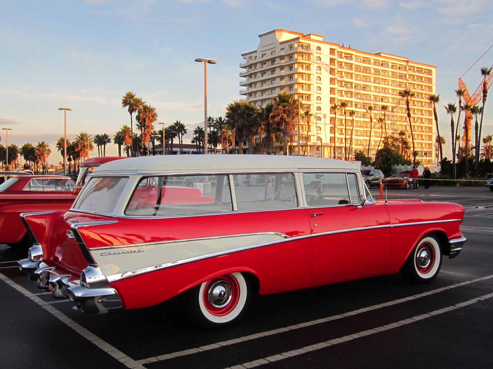 covering classic cars surf city usa car show in huntington beach. Black Bedroom Furniture Sets. Home Design Ideas