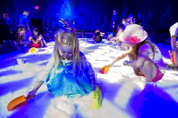 Crianças no Frozen Snowground na Disney em Orlando