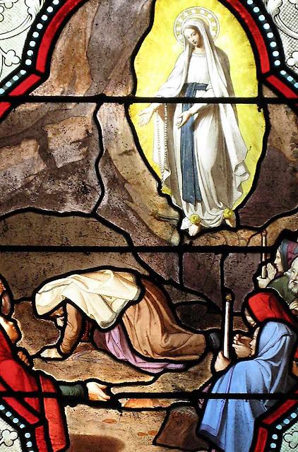 Santa Bernadette cava a fonte e alguns acham que ficou doida
