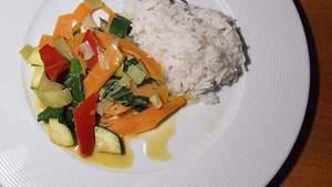 Makan Nasi setelah Sholat Maghrib, jangan keburu makan nasi saat berbuka puasa