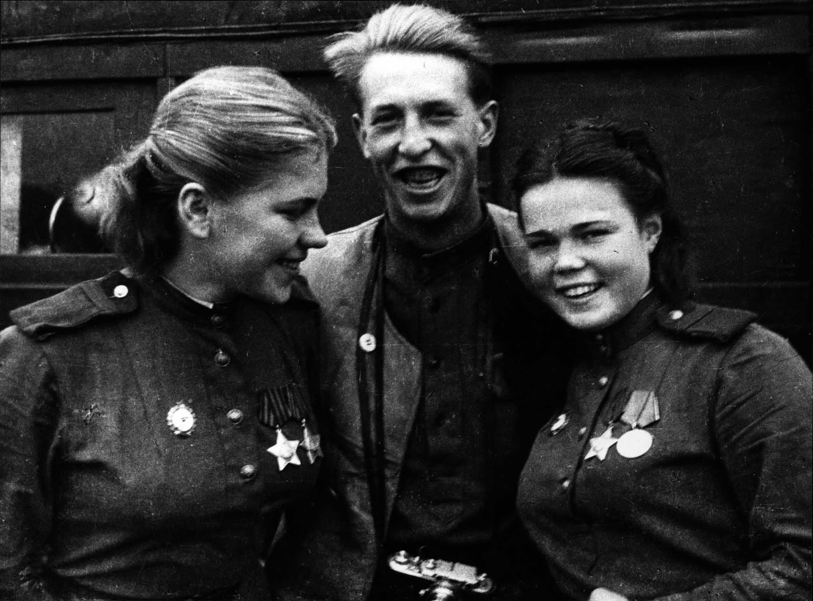 Sergeant Roza Shanina (left), Sergeant Evdokia Fedorovna Krasnoborova and war correspondent of the newspaper